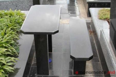 Mase si scaune din granit
