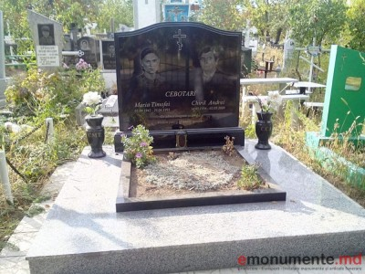Monument din granit negru